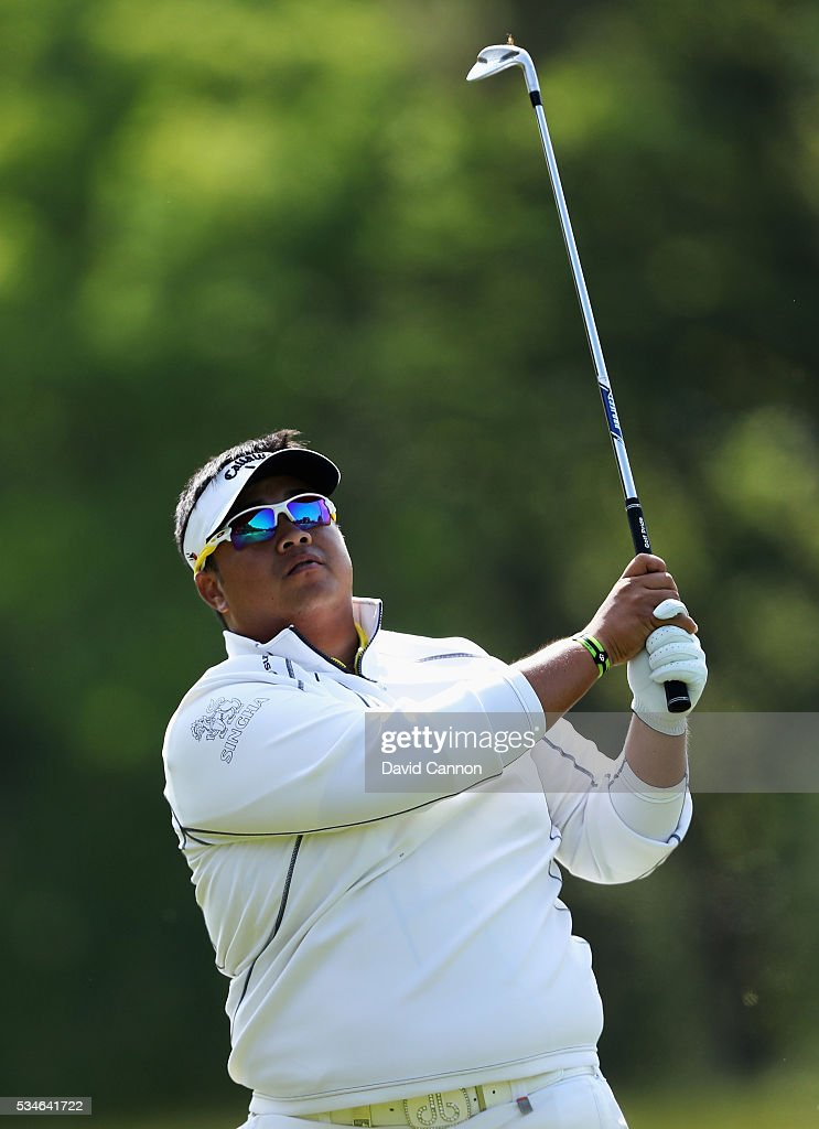 <a gi-track='captionPersonalityLinkClicked' href=/galleries/search?phrase=Kiradech+Aphibarnrat&family=editorial&specificpeople=6827713 ng-click='$event.stopPropagation()'>Kiradech Aphibarnrat</a> of Thailand hits his 2nd shot on the 9th hole during day two of the BMW PGA Championship at Wentworth on May 27, 2016 in Virginia Water, England.