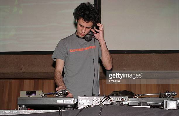 Kiran Hebden Four Tet DJing Cargo London 2002
