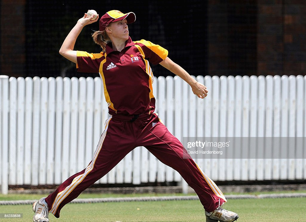Kirby Short of the Fire throws the ball during the WNCL match between the Queensland Fire and the SA Scorpions at Allan Border Field on January 10...