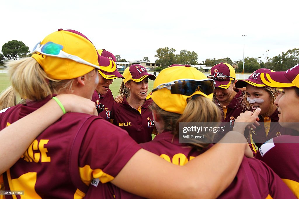 Kirby Short of The Queensland Fire speaks to the huddle during the WNCL match between Western Australia and Queensland at Murdoch Uni on October 11...