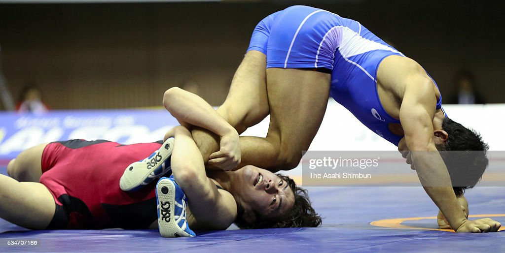 Kirin Kinoshita (blue) and Nobuyoshi Takojima (red) compete in the Men's Freestyle -70kg final during day one of the All Japan Wrestling Invitational Championships at the Yoyogi National Gymnasium on May 27, 2016 in Tokyo, Japan.