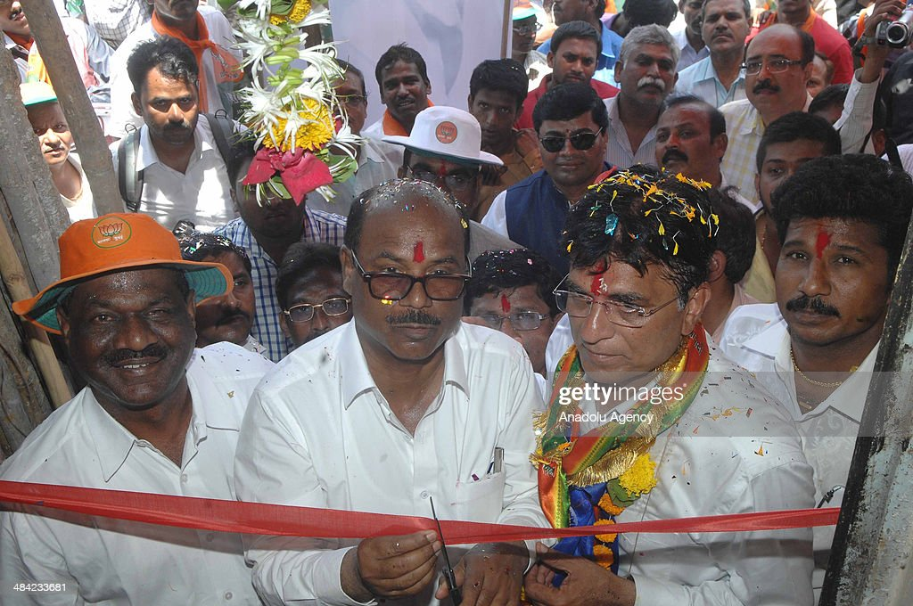 Kirit Somaiya (2nd R), leader of Bharatiya Janata Party and contestant from Mumbai's northeast constituency campaigns in Mankhurd, an eastern Mumbai suburb, attends an opening ceremony on April 11, 2014 in Mumbai, India.