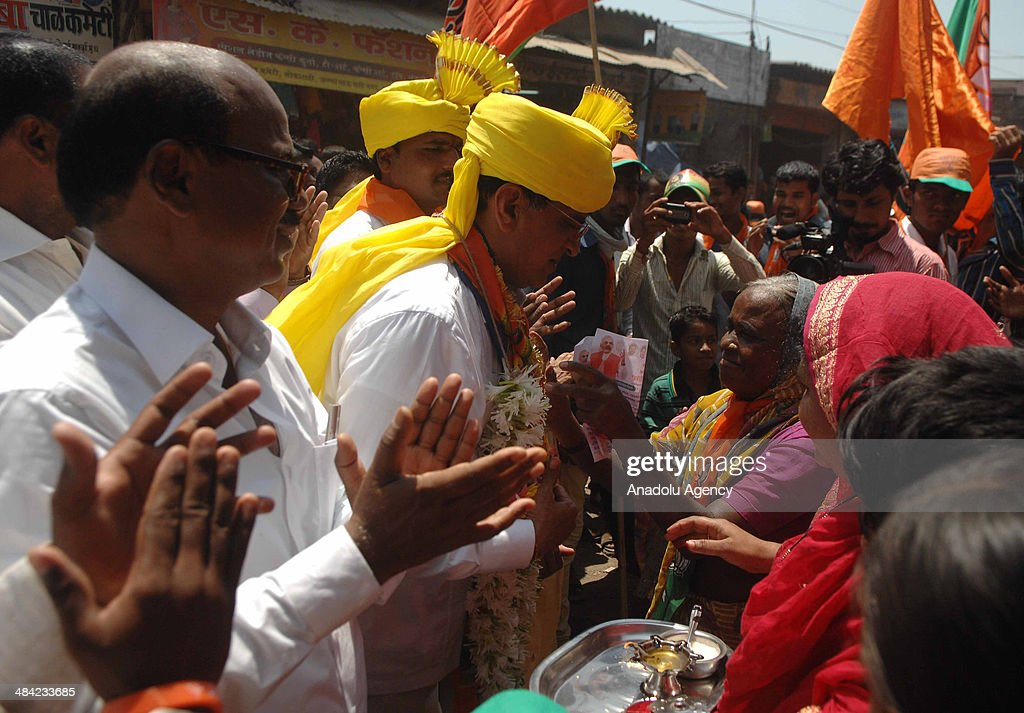 Kirit Somaiya, leader of Bharatiya Janata Party and contestant from Mumbai's northeast constituency campaigns in Mankhurd, an eastern Mumbai suburb, meets with the crowd on April 11, 2014 in Mumbai, India.