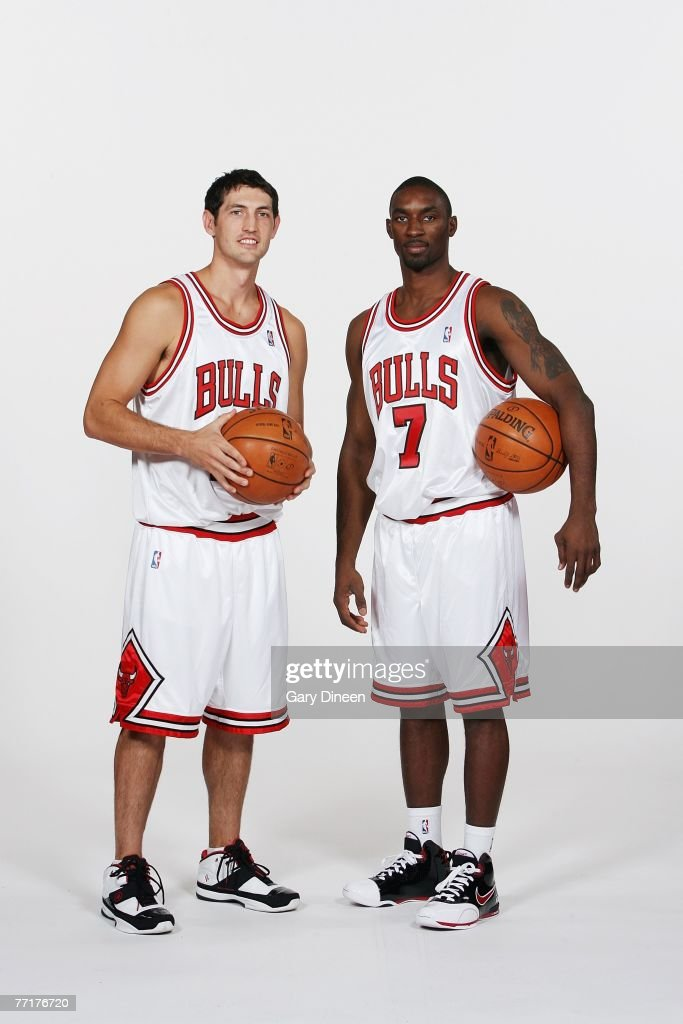 ¿Cuánto mide Derrick Rose? - Altura - Real height Kirk-hinrich-and-ben-gordon-of-the-chicago-bulls-pose-for-a-portrait-picture-id77176720
