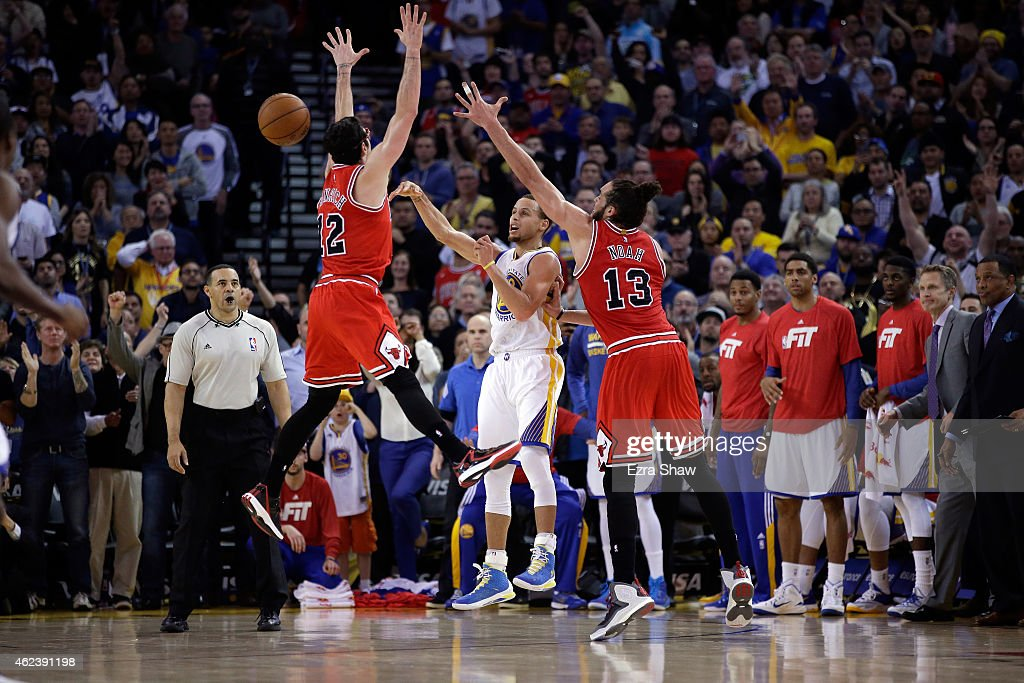 Kirk Hinrich #12 and Joakim Noah #13 of the Chicago Bulls force Stephen Curry #30 of the Golden State Warriors to turn the ball over with 18 seconds left in the fourth quarter at ORACLE Arena on January 27, 2015 in Oakland, California.