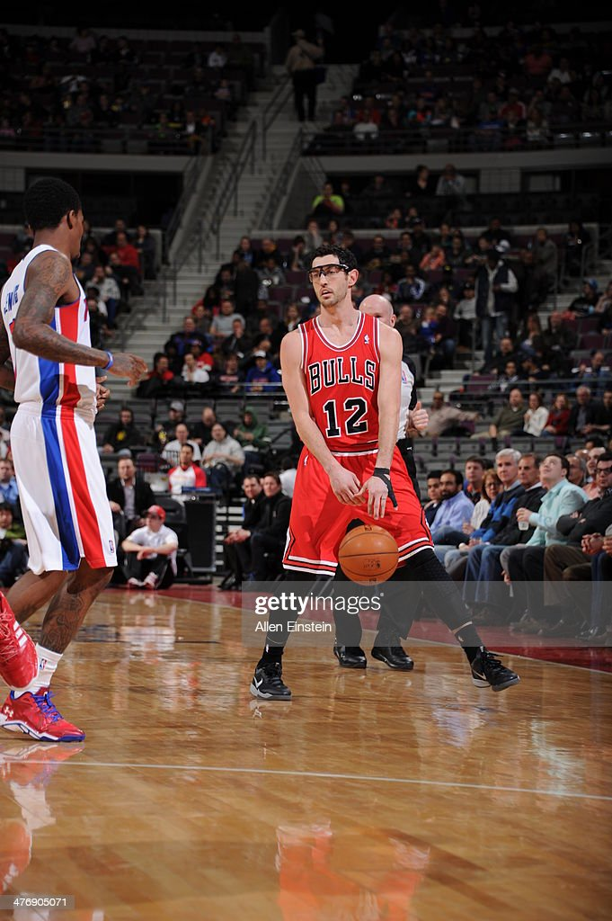 <a gi-track='captionPersonalityLinkClicked' href=/galleries/search?phrase=Kirk+Hinrich&family=editorial&specificpeople=201629 ng-click='$event.stopPropagation()'>Kirk Hinrich</a> #12 of the Chicago Bulls dribbles up the court against the Detroit Pistons during the game on March 5, 2014 at The Palace of Auburn Hills in Auburn Hills, Michigan.