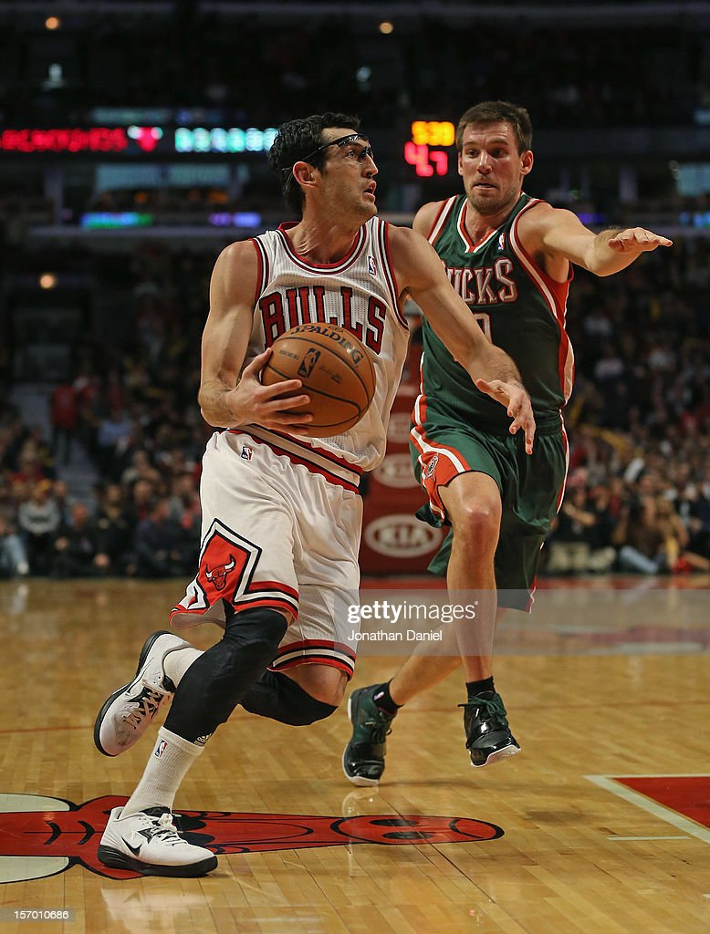 Kirk Hinrich #12 of the Chicago Bulls drives to the basket against Beno Udrih #19 of the Milwaukee Bucks at the United Center on November 26, 2012 in Chicago, Illinois. The Bucks defeated the Bulls 93-92.