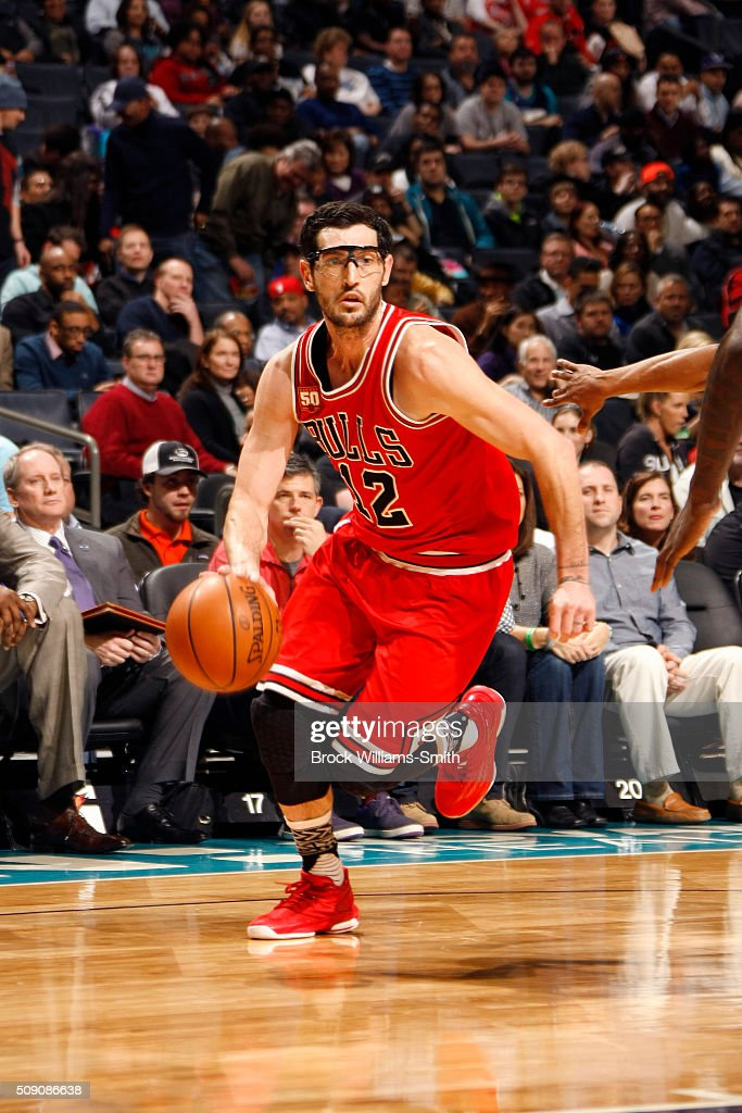 <a gi-track='captionPersonalityLinkClicked' href=/galleries/search?phrase=Kirk+Hinrich&family=editorial&specificpeople=201629 ng-click='$event.stopPropagation()'>Kirk Hinrich</a> #12 of the Chicago Bulls drives to the basket during the game; against the Charlotte Hornets on February 8, 2016 at Time Warner Cable Arena in Charlotte, North Carolina.