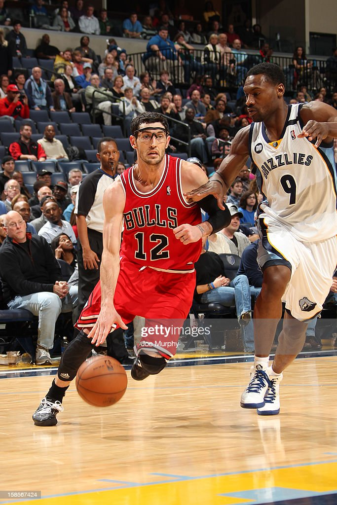 <a gi-track='captionPersonalityLinkClicked' href=/galleries/search?phrase=Kirk+Hinrich&family=editorial&specificpeople=201629 ng-click='$event.stopPropagation()'>Kirk Hinrich</a> #12 of the Chicago Bulls drives to the basket while guarded by <a gi-track='captionPersonalityLinkClicked' href=/galleries/search?phrase=Tony+Allen+-+Basketball+Player&family=editorial&specificpeople=201665 ng-click='$event.stopPropagation()'>Tony Allen</a> #9 of the Memphis Grizzlies on December 17, 2012 at FedExForum in Memphis, Tennessee.