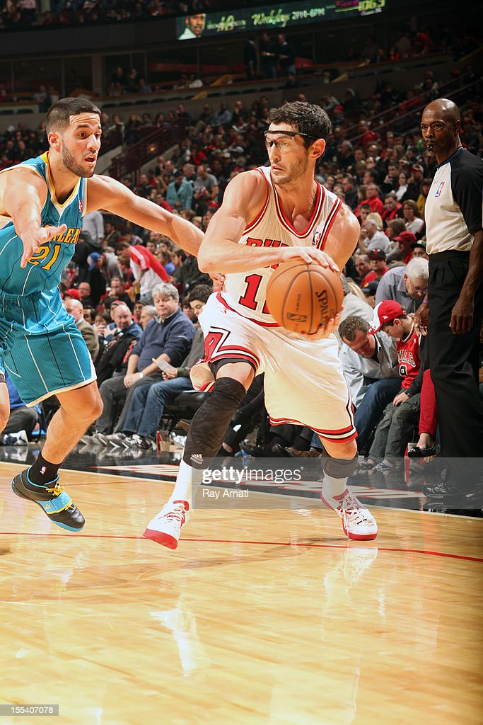 <a gi-track='captionPersonalityLinkClicked' href=/galleries/search?phrase=Kirk+Hinrich&family=editorial&specificpeople=201629 ng-click='$event.stopPropagation()'>Kirk Hinrich</a> #12 of the Chicago Bulls handles the ball against <a gi-track='captionPersonalityLinkClicked' href=/galleries/search?phrase=Greivis+Vasquez&family=editorial&specificpeople=4066977 ng-click='$event.stopPropagation()'>Greivis Vasquez</a> #21 of the New Orleans Hornets on November 3, 2012 at the United Center in Chicago, Illinois.