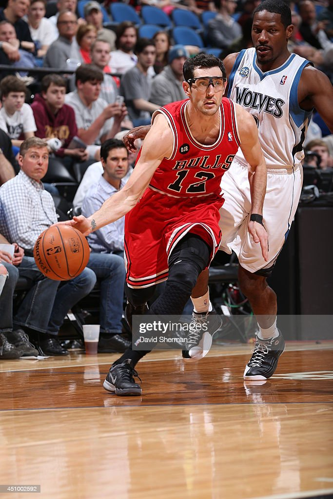 <a gi-track='captionPersonalityLinkClicked' href=/galleries/search?phrase=Kirk+Hinrich&family=editorial&specificpeople=201629 ng-click='$event.stopPropagation()'>Kirk Hinrich</a> #12 of the Chicago Bulls handles the ball against the Minnesota Timberwolves during the game on April 9, 2014 at Target Center in Minneapolis, Minnesota.