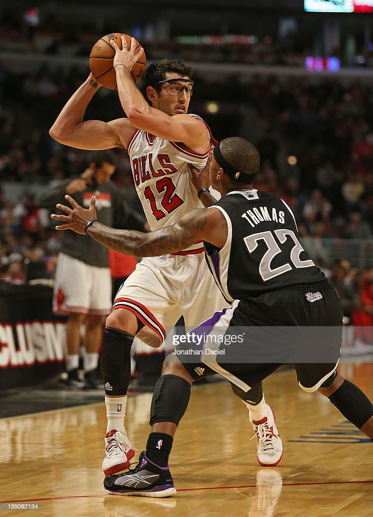 <a gi-track='captionPersonalityLinkClicked' href=/galleries/search?phrase=Kirk+Hinrich&family=editorial&specificpeople=201629 ng-click='$event.stopPropagation()'>Kirk Hinrich</a> #12 of the Chicago Bulls looks to pass over Isaiah Thomas #22 of the Sacramento Kings at the United Center on October 31, 2012 in Chicago, Illinois. The Bulls defeated the Kings 93-87.