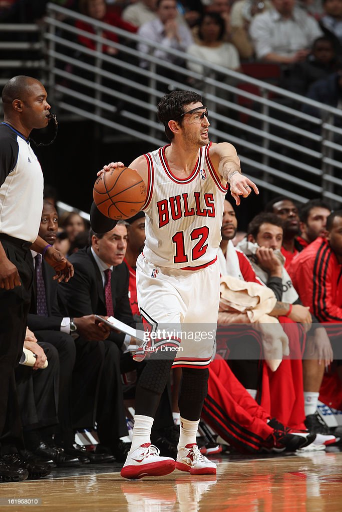 Kirk Hinrich #12 of the Chicago Bulls looks to pass the ball against the Detroit Pistons on January 23, 2012 at the United Center in Chicago, Illinois.