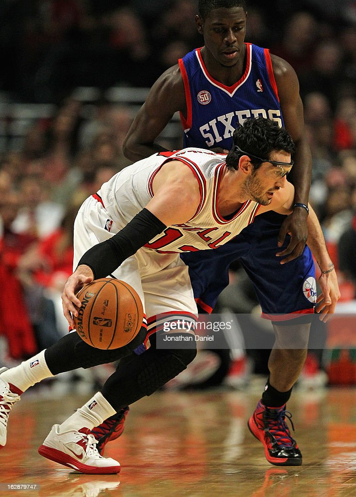 Kirk Hinrich #12 of the Chicago Bulls moves against Jrue Holiday #11 of the Phildelphia 76ers at the United Center on February 28, 2013 in Chicago, Illinois.