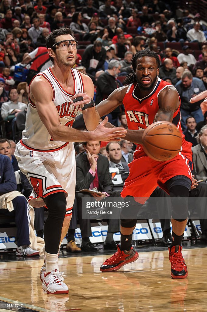 Kirk Hinrich #12 of the Chicago Bulls passes against the Atlanta Hawks on February 11, 2013 at the United Center in Chicago, Illinois.