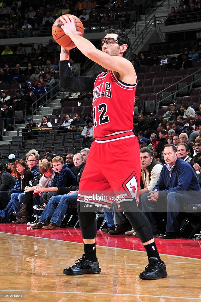 <a gi-track='captionPersonalityLinkClicked' href=/galleries/search?phrase=Kirk+Hinrich&family=editorial&specificpeople=201629 ng-click='$event.stopPropagation()'>Kirk Hinrich</a> #12 of the Chicago Bulls passes the ball against the Detroit Pistons on November 27, 2013 at The Palace of Auburn Hills in Auburn Hills, Michigan.
