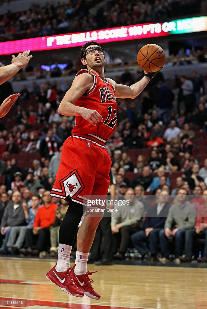 Kirk Hinrich #12 of the Chicago Bulls rebounds against the Brooklyn Nets at the United Center on February 13, 2014 in Chicago, Illinois. The Bulls defeated the Nets 92-76.