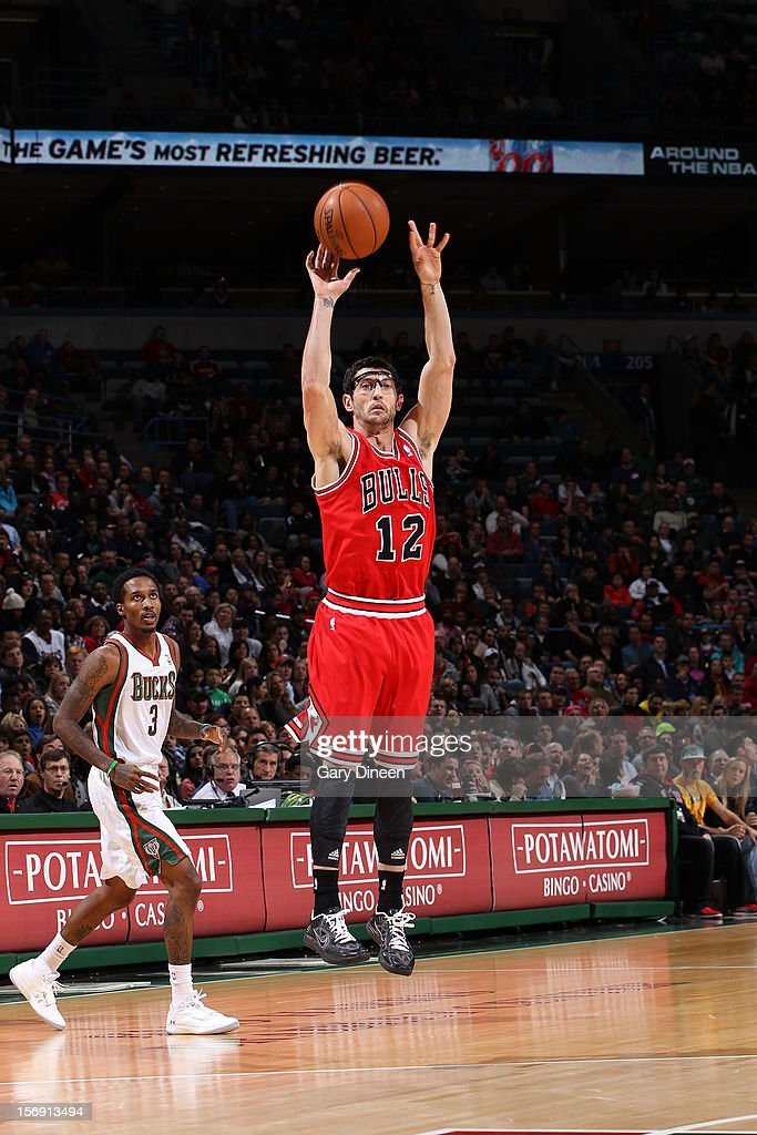 <a gi-track='captionPersonalityLinkClicked' href=/galleries/search?phrase=Kirk+Hinrich&family=editorial&specificpeople=201629 ng-click='$event.stopPropagation()'>Kirk Hinrich</a> #12 of the Chicago Bulls shoots against Brandon Jennings #3 of the Milwaukee Bucks during the NBA game on November 24, 2012 at the BMO Harris Bradley Center in Milwaukee, Wisconsin.