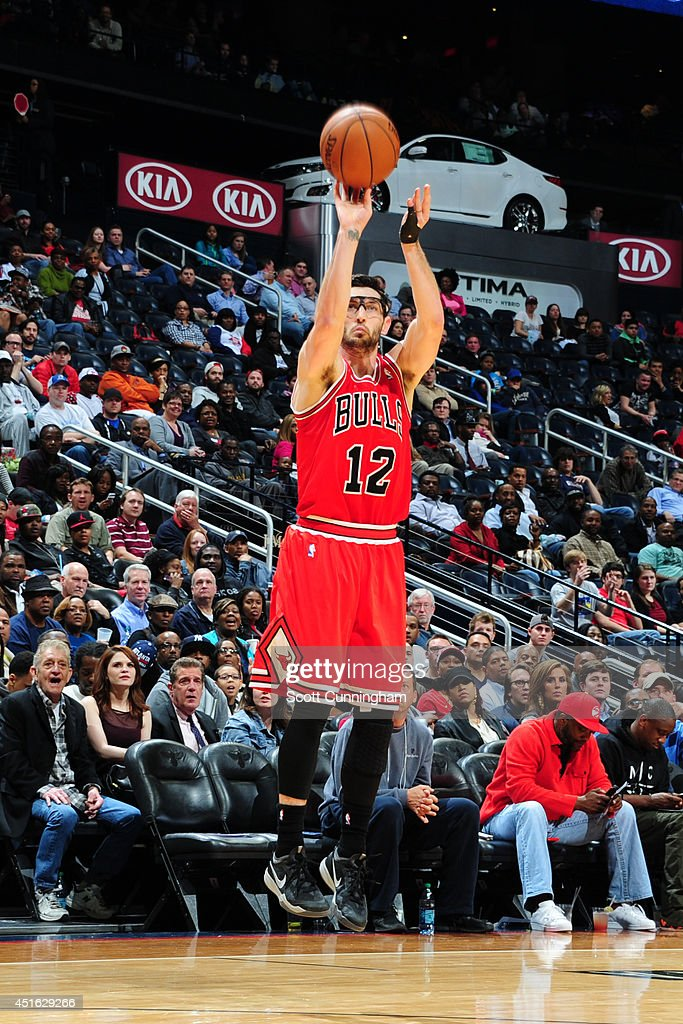 <a gi-track='captionPersonalityLinkClicked' href=/galleries/search?phrase=Kirk+Hinrich&family=editorial&specificpeople=201629 ng-click='$event.stopPropagation()'>Kirk Hinrich</a> #12 of the Chicago Bulls shoots against the Atlanta Hawks on February 25, 2014 at Philips Arena in Atlanta, Georgia.
