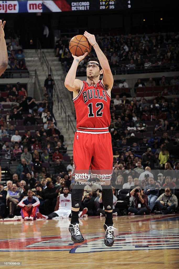 <a gi-track='captionPersonalityLinkClicked' href=/galleries/search?phrase=Kirk+Hinrich&family=editorial&specificpeople=201629 ng-click='$event.stopPropagation()'>Kirk Hinrich</a> #12 of the Chicago Bulls shoots against the Detroit Pistons on December 7, 2012 at The Palace of Auburn Hills in Auburn Hills, Michigan.