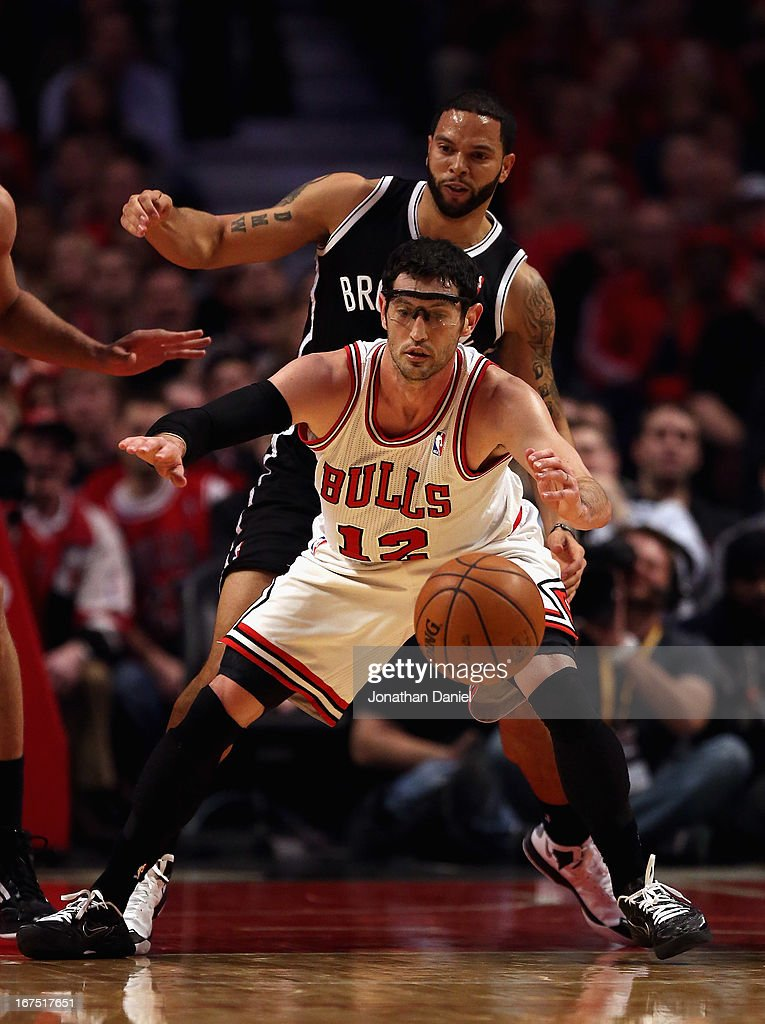 <a gi-track='captionPersonalityLinkClicked' href=/galleries/search?phrase=Kirk+Hinrich&family=editorial&specificpeople=201629 ng-click='$event.stopPropagation()'>Kirk Hinrich</a> #12 of the Chicago Bulls tries to control the ball under pressure from <a gi-track='captionPersonalityLinkClicked' href=/galleries/search?phrase=Deron+Williams&family=editorial&specificpeople=203215 ng-click='$event.stopPropagation()'>Deron Williams</a> #8 of the Brooklyn Nets in Game Three of the Eastern Conference Quarterfinals during the 2013 NBA Playoffs at the United Center on April 25, 2013 in Chicago, Illinois. The Bulls defeated the Nets 79-76.