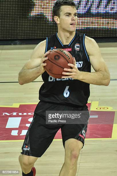 Kirk Penney of Breakers is in action during the round six NBL match between the New Zealand Breakers and the Cairns Taipans at Vector Arena in...