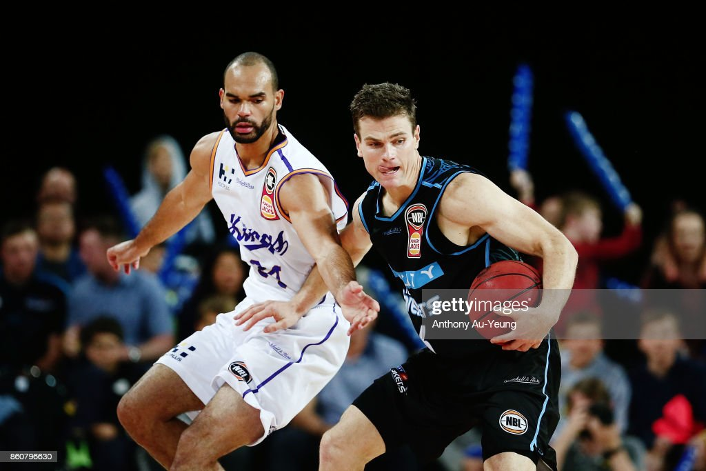 Kirk Penney of the Breakers competes against Perry Ellis of the Kings during the round two NBL match between the New Zealand Breakers and the Sydney Kings at Spark Arena on October 13, 2017 in Auckland, New Zealand.
