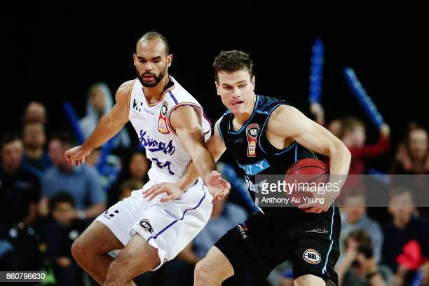Kirk Penney of the Breakers competes against Perry Ellis of the Kings during the round two NBL match between the New Zealand Breakers and the Sydney...