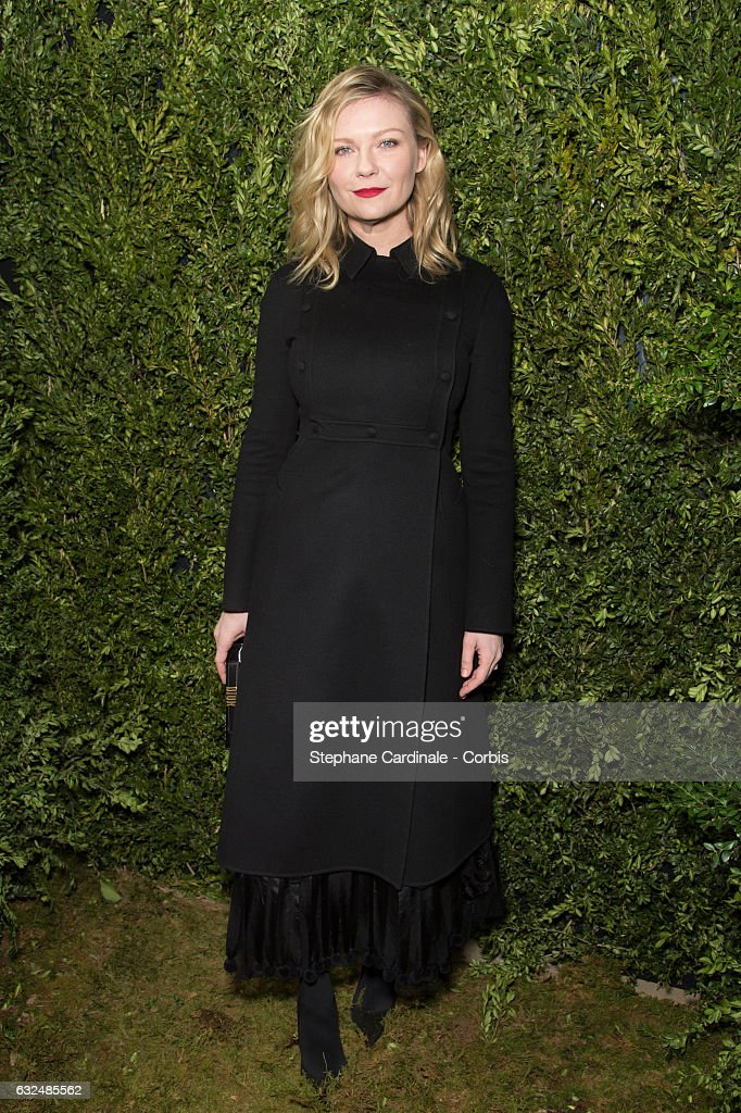kirsten-dunst-attends-the-christian-dior-haute-couture-spring-summer-picture-id632485562