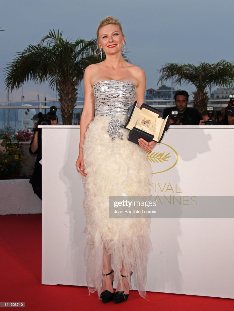Kirsten Dunst attends the Palme D'Or Winners Photocall at the 64th Annual Cannes Film Festival at Palais des Festivals on May 22, 2011 in Cannes, France.