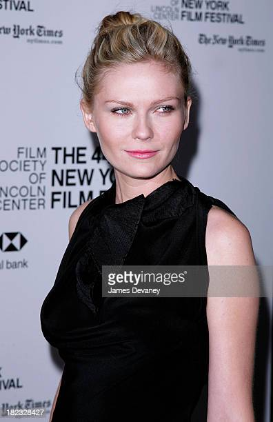 Kirsten Dunst during New York Premiere of Marie Antoinette Outside Arrivals at Alice Tully Hall in New York City New York United States
