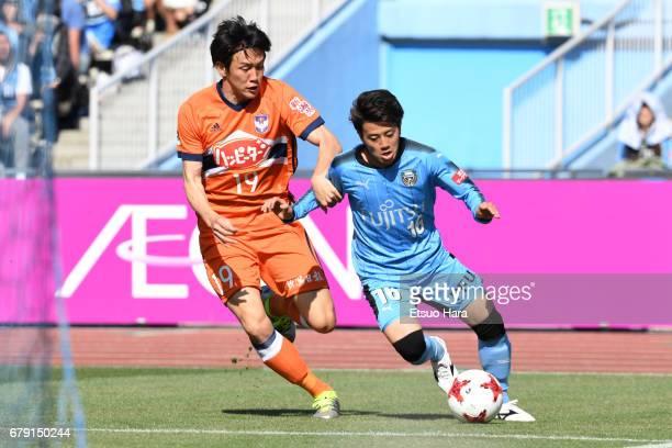 Kisho Yano of Albirex Niigata and Tatsuya Hasegawa of Kawasaki Frontale compete for the ball during the JLeague J1 match between Kawasaki Frontale...