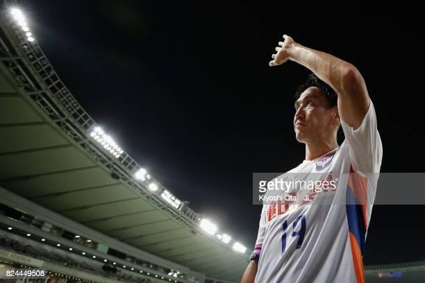 Kisho Yano of Albirex Niigata applauds supporters after the 11 draw in the JLeague J1 match between FC Tokyo and Albirex Niigata at Ajinomoto Stadium...