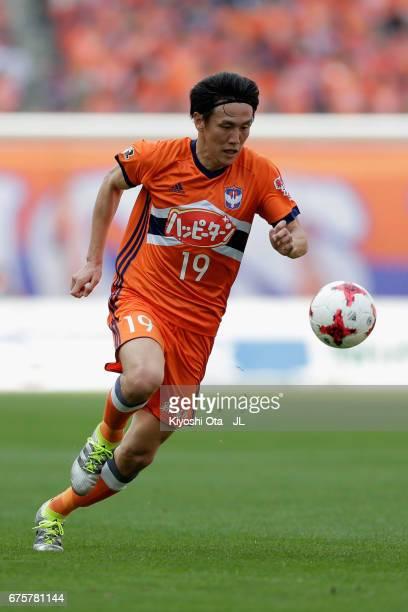 Kisho Yano of Albirex Niigata in action during the JLeague J1 match between Albirex Niigata and Kashiwa Reysol at Denka Big Swan Stadium on April 30...