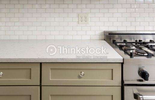 Contatore Di Cucina Con Piastrelle Acciaio Inossidabile Forno Foto ...
