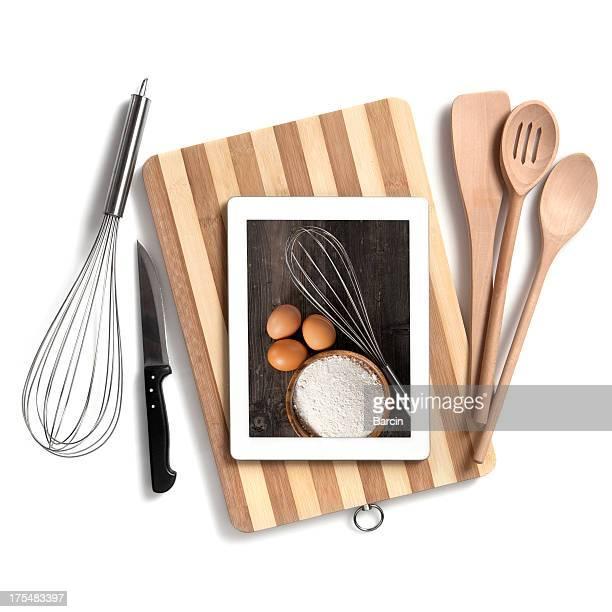 Utensílios de cozinha com tablet digital