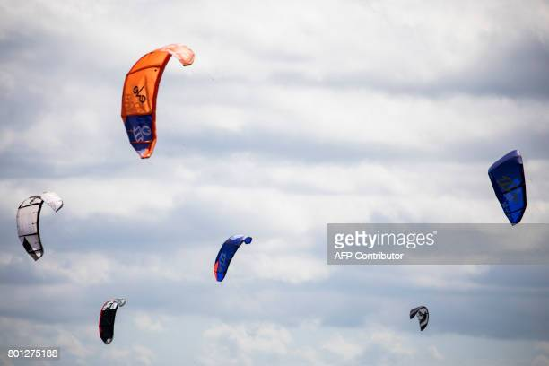 Kitesurfers catch the wind in the estuary of the river Exe as it runs into the English channel by Exmouth in south west England on June 25 2017 / AFP...