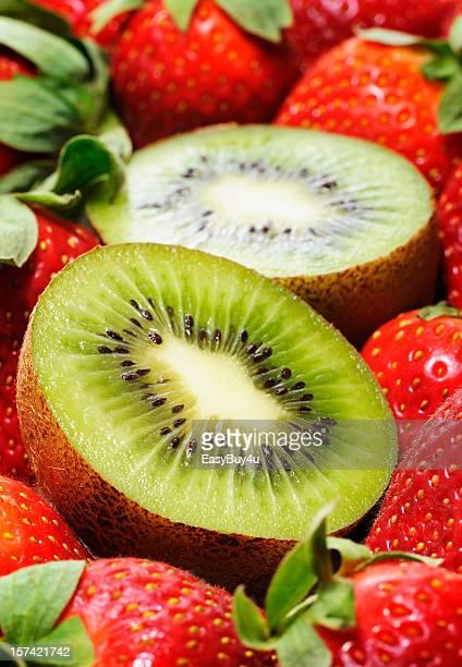 Kiwis und Erdbeeren