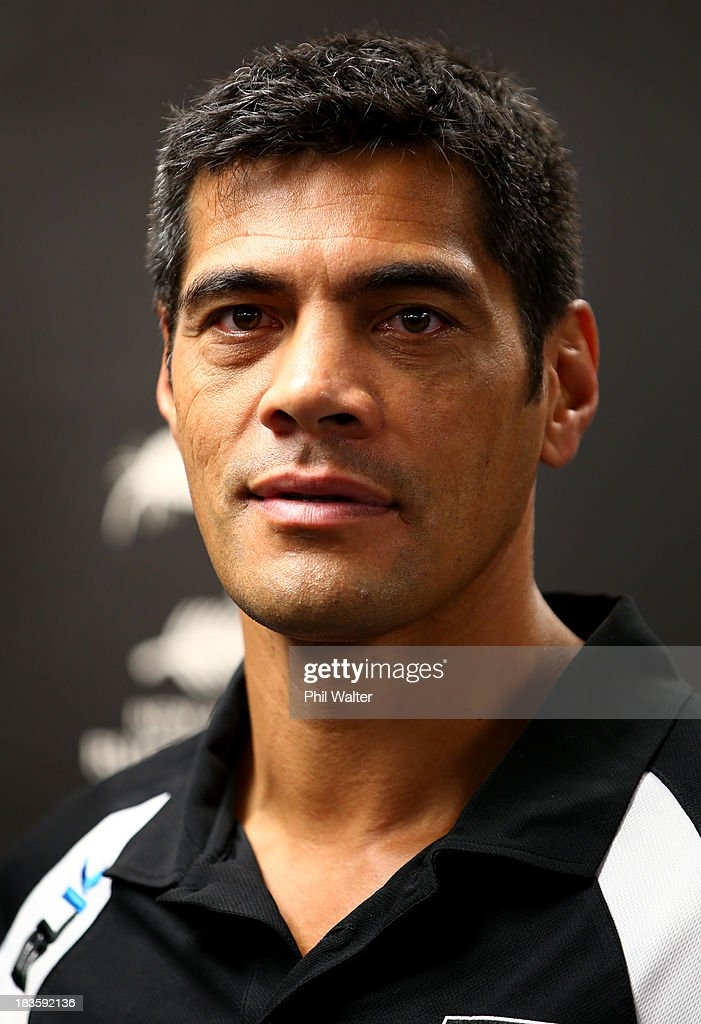 Kiwis coach <a gi-track='captionPersonalityLinkClicked' href=/galleries/search?phrase=Stephen+Kearney&family=editorial&specificpeople=171905 ng-click='$event.stopPropagation()'>Stephen Kearney</a> during the New Zealand Kiwis Rugby League World Cup Squad Announcement at Rugby League House on October 8, 2013 in Auckland, New Zealand.