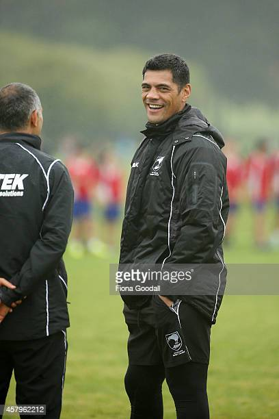 Kiwi's head coach Stephen Kearney speaks to the support staff during a New Zealand Kiwis training session at Glenfield RL on October 28 2014 in...