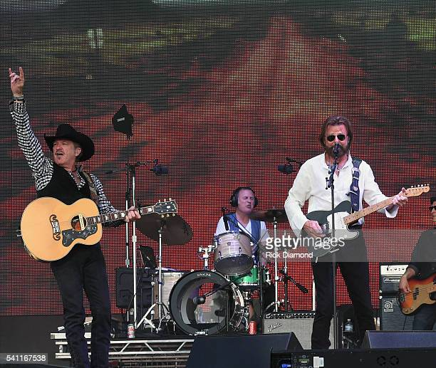 Kix Brooks and Ronnie Dunn of Brooks and Dunn perform during 2016 Windy City LakeShake Country Music Festival Day 2 at FirstMerit Bank Pavilion at...