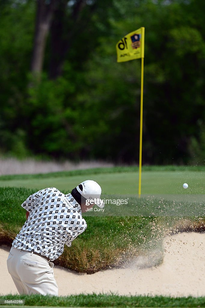 <a gi-track='captionPersonalityLinkClicked' href=/galleries/search?phrase=Kiyoshi+Murota&family=editorial&specificpeople=3076195 ng-click='$event.stopPropagation()'>Kiyoshi Murota</a> of Japan hits a shot from the bunker on the 16th fairway during the first round 2016 Senior PGA Championship presented by KitchenAid at the Golf Club at Harbor Shores on May 26, 2016 in Benton Harbor, Michigan.