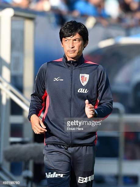 Kiyotaka Ishimarucoach of Kyoto Sanga looks on during the JLeague second division match between Yokohama FC and Kyoto Sanga at Nippatsu Mitsuzawa...