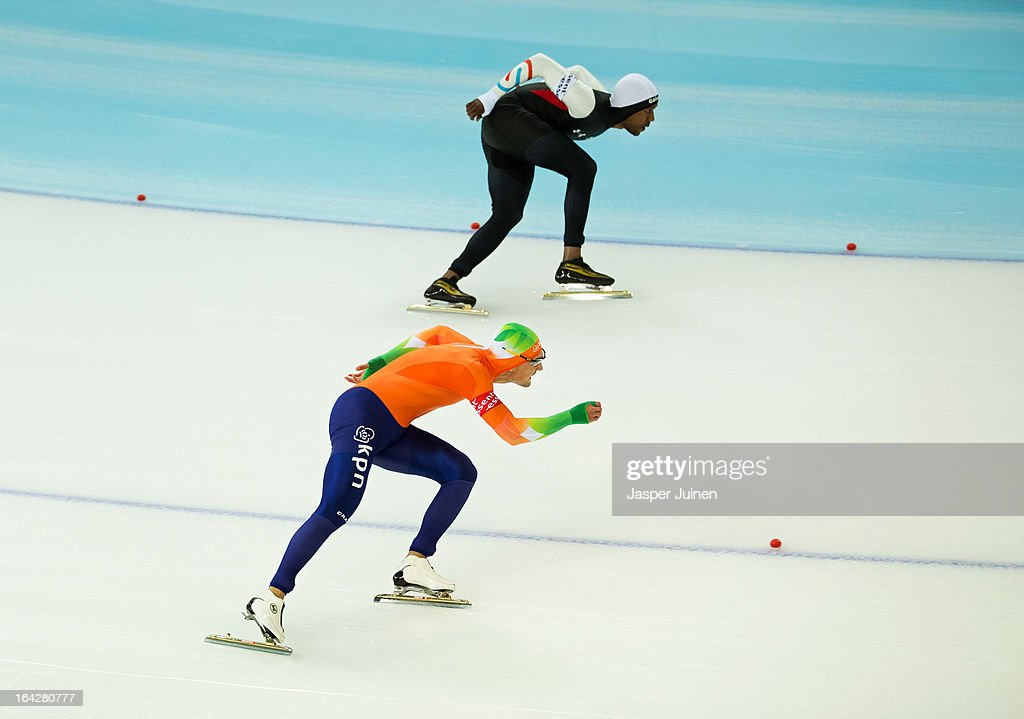 Kjeld Nuis (L) of the Netherlands competes against Shani Davis of the US during the 1000m race on day two of the Essent ISU World Single Distances Speed Skating Championships at the Adler Arena Skating Center on March 22, 2013 in Sochi, Russia.