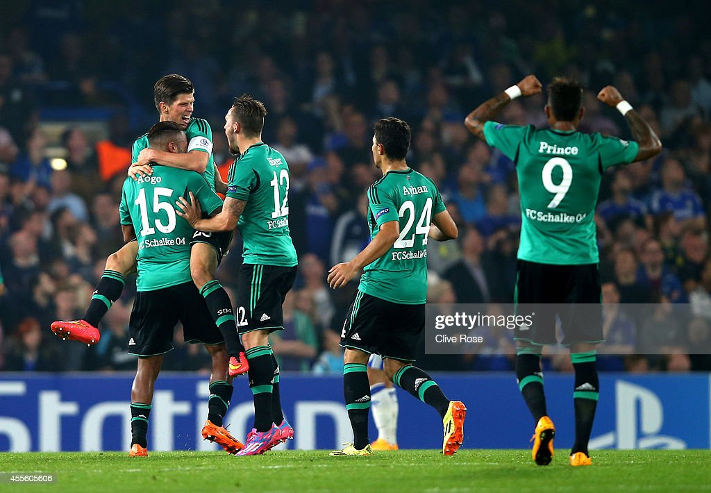 Klaas Jan Huntelaar of Schalke (L) is comngtraulated by teammates after scoring a goal to level the scores at 1-1 during the UEFA Champions League Group G match between Chelsea and FC Schalke 04 on September 17, 2014 in London, United Kingdom.