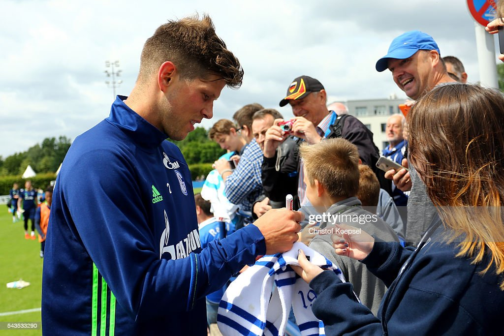 Klaas-Jan Huntelaar gives autographs during the training session of Schalke 04 at training ground on June 29, 2016 in Gelsenkirchen, Germany.