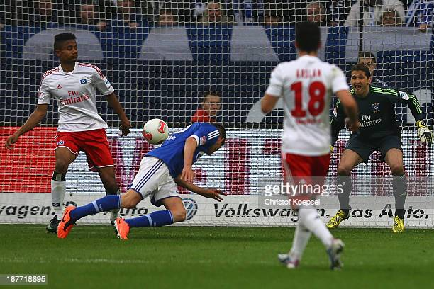 KlaasJan Huntelaar of Schalke scores the third goal against Michael Mancienne of Hamburg Tolgay Arslan and Rene Adler of Ham B during the Bundesliga...