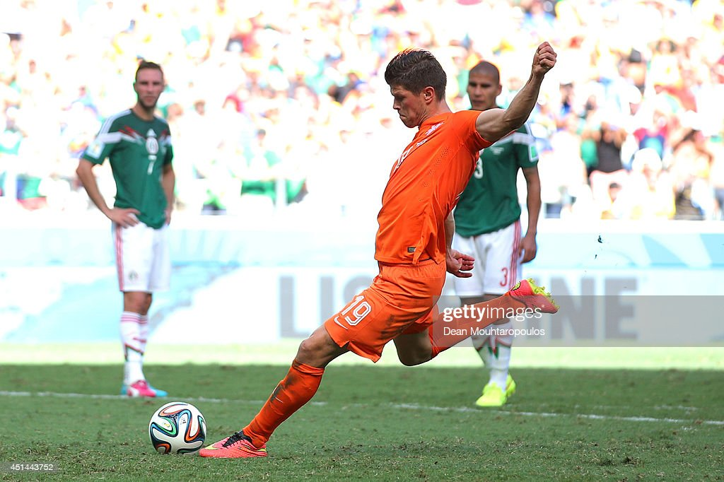 Klaas-Jan Huntelaar of the Netherlands shoots and scores his team's second goal on a penalty kick in stoppage time during the 2014 FIFA World Cup Brazil Round of 16 match between Netherlands and Mexico at Castelao on June 29, 2014 in Fortaleza, Brazil.