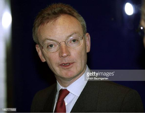 ... <b>Klaus ESSER</b> member of the board of management of the Mannesmann AG in ... - klaus-esser-member-of-the-board-of-management-of-the-mannesmann-ag-in-picture-id150777533?s=594x594