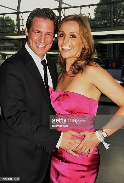 Klaus Gronewald mit Ehefrau Dr Sandra Maria Gronewald beim Bayerischen Sportpreis in der BMW Welt in München